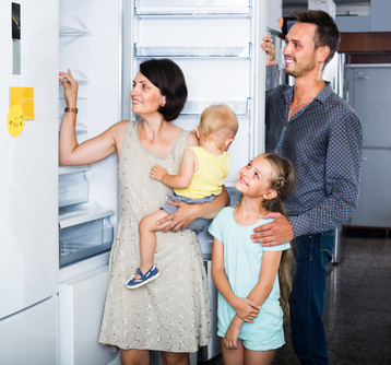 Family-looking-to-buy-fridge-with-water-filter