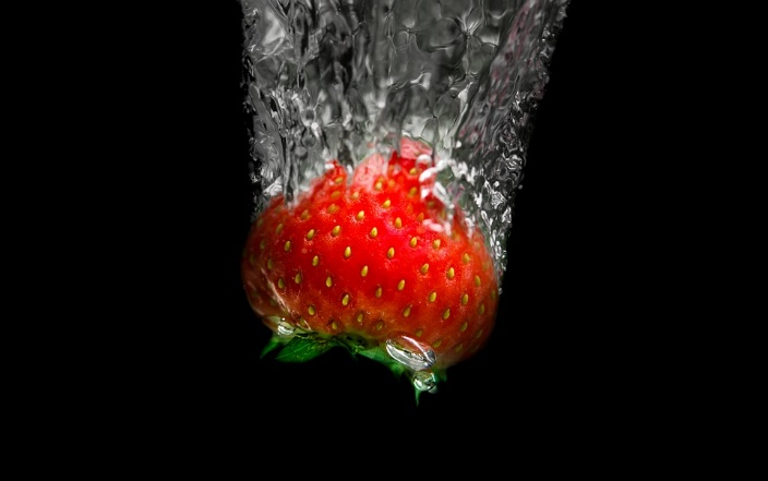 Stawberry-In-Water